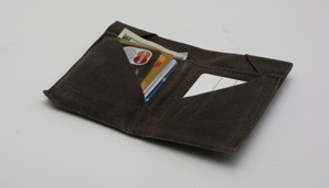 laura-wallet-300